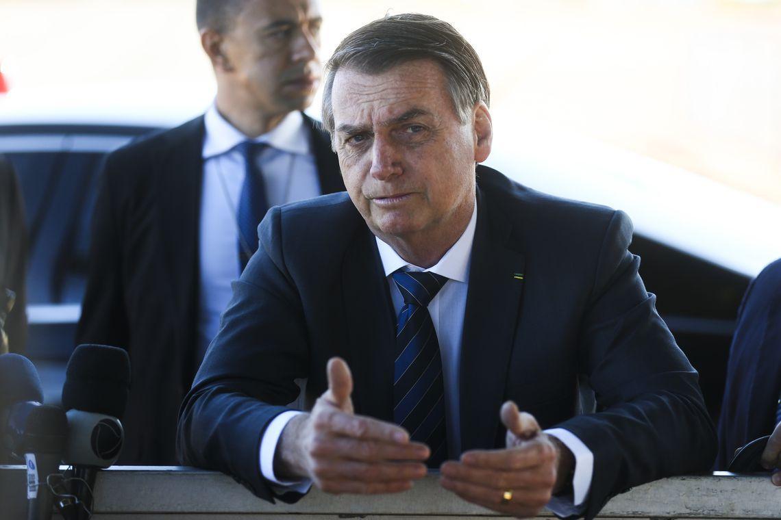 Bolsonaro diz que governadores do Norte são coniventes com queimadas
