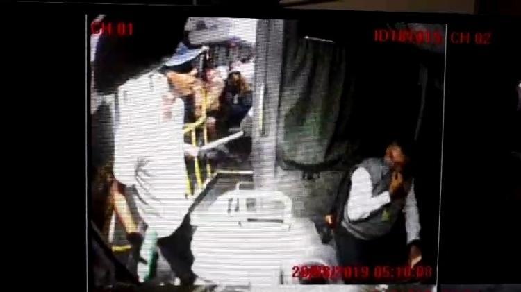 Vídeo mostra ação de sequestrador dentro de ônibus na Ponte Rio-Niterói